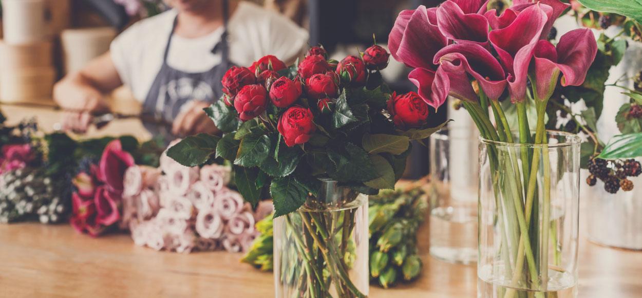 casa petals vase flowers Online flower delivery Dubai