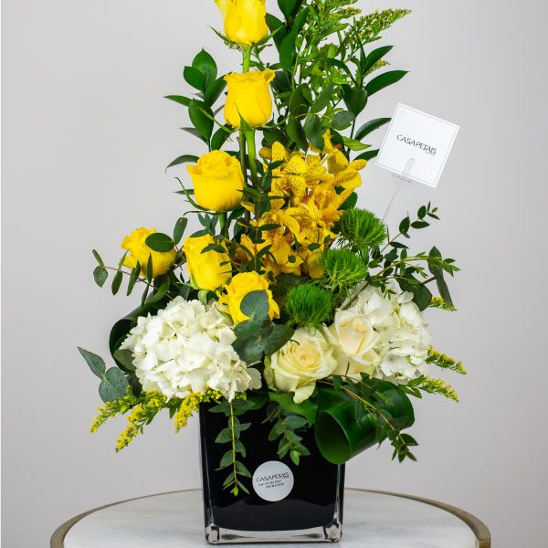 summer-fresh-vase-arrangement-by-casa-petal-online-flower-shop-dubai