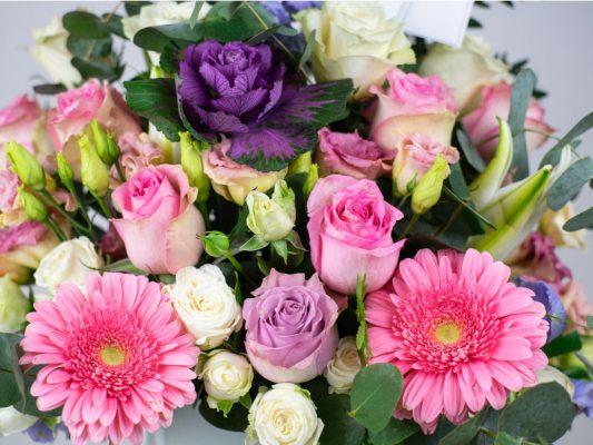 vase-arrangment-pretty-in-pink-casa-petals-online-flower-shop-dubai-3